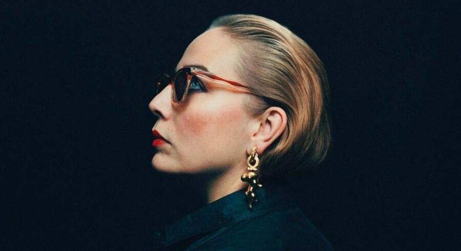Den svenske sangerinde Jenny Wilson synger på sin nye selvbiografiske single om et seksuelt overgreb.