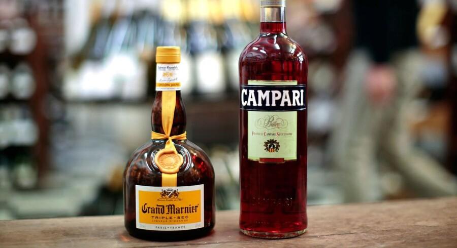 En flaske Campari og en flaske Grand Marnier i en vinhandel i Nice, Frankrig, 15. marts, 2016.
