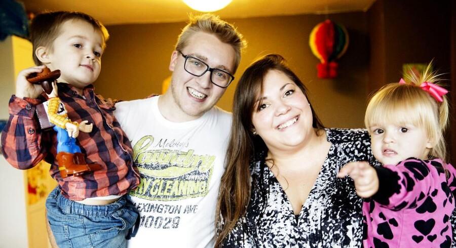 Tobias og Kasandra Sohn blev forældre for første gang som 21-årige, hvilket i manges øjne er tidligt, men både fertilitetslæger Sex & Samfund understreger, at det at vente med at få børn, til uddannelsen og oplevelserne er i hus, kan betyde, at man har nået en alder, hvor det bliver svært og måske endda umuligt at få de børn, man ønsker sig.