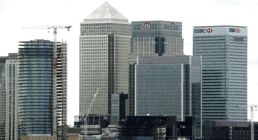 Den europæiske bankunion rykker snart fra Londons finanscentrum til Paris' ditto. Det blev afgjort efter en lodtrækning mandag mellem den franske hovedstad og Dublin. Her ses det britiske finanscentrum ved Canary Wharf i London.