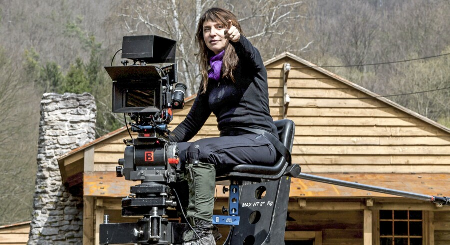 Filmbranchen skal blive bedre til at give kvinderne den selvtillid, der skal til at lave sin første spillefilmsproduktion. Her er det den Oscarbelønnede Susanne Bier på filmoptagelse.