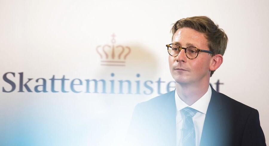 Skatteminister Karsten Lauritzen (V) fremlagde i slutningen af august en redningsplan for Skat. Samme dag stoppede den daværende direktør i Skat, Jesper Rønnow Simonsen, efter flere skandaler i Skat. (Foto: Ólafur Steinar Gestsson/Scanpix 2016)