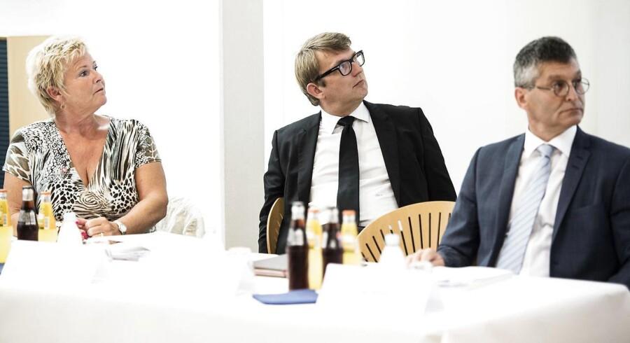 Formand for LO Lizette Risgaard, beskæftigelsesminister Troels Lund Poulsen og direktør for dansk arbejdsmarked Fini Beilin under pressemødet tirsdag d. 22 august 2017 i København. Ferielovsudvalget præsenterer sit forslag til en ny ferielov på et pressemøde. (Foto: Sarah Christine Nørgaard/Scanpix 2017)