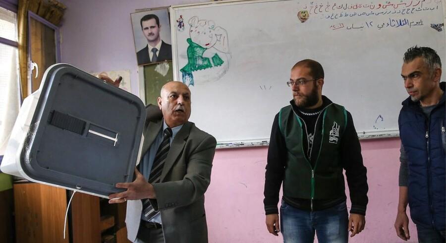 Det syriske parlamentsvalg bliver afvist af Frankrig, Tyskland og Storbritannien som en meningsløs handling midt i en krigssituation og uden adgang til valgkamp eller deltagelse af en reel opposition.