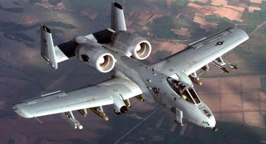 En A-10 Thunderbolt flyver over den tyske luftbase Spangdahlem. Foto: Greg L. Davis, U.S. Air Force.