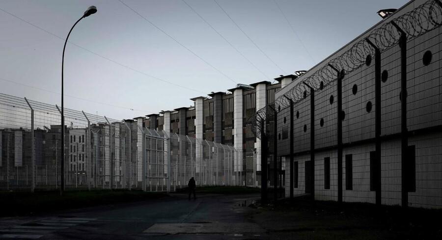 Arkivfoto. Over 50.000 mobiltelefoner skal udbredes i 178 forskellige fængsler, skriver Le Monde.