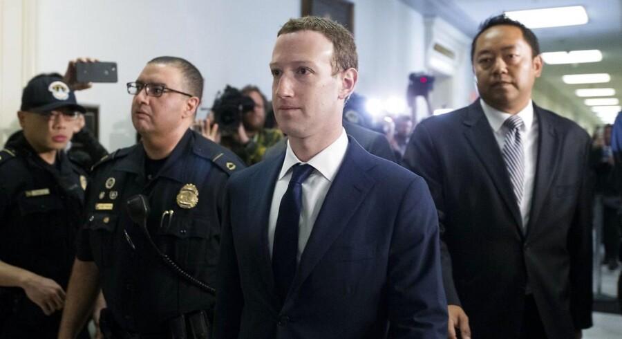 Ved onsdagens høring i Repræsentanternes Hus siger Zuckerberg, at hans egne personlige data var iblandt de oplysninger, der blev delt med Cambridge Analytica.