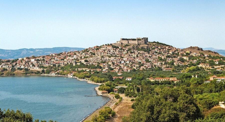 Den byzantinske borg i Molivos ligger på 'toppen' af byen, bygget, hvor oldtidsbyen Mithimna engang lå. Udsigten fra borgen er betagende både over øen og Det Ægæiske Hav. Det er også et populært, romantisk sted at se solen gå ned fra.