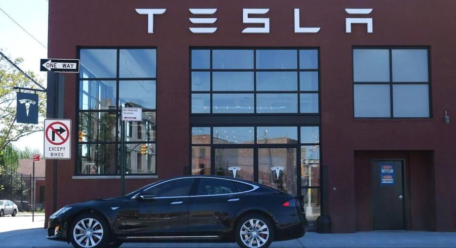 »Mit personlige gæt er, at det sandsynligvis tredobler sikkerheden. Jeg må understrege, at det dog ikke betyder perfekt sikkerhed, perfekt sikkerhed er virkelig et umuligt mål,« udtaler Teslas topchef, Elon Musk, ifølge avisen.