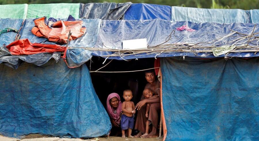 20 kvinder og to drenge under ti år er blandt de døde. Myanmars militær giver rohingya-oprørere skylden.