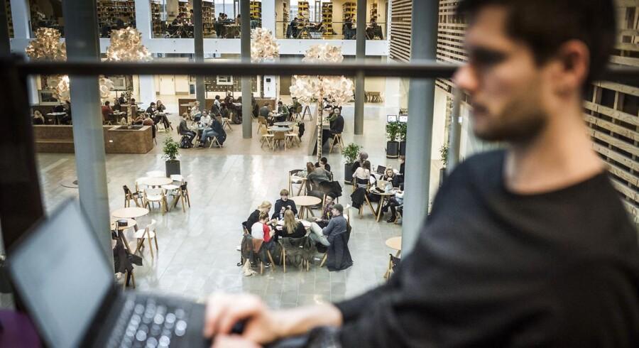 Regeringen vil ændre censorsystemet på de videregående uddannelser. Billedet er fra Københavns Universitets Søndre Campus, tidligere kendt som KUA.