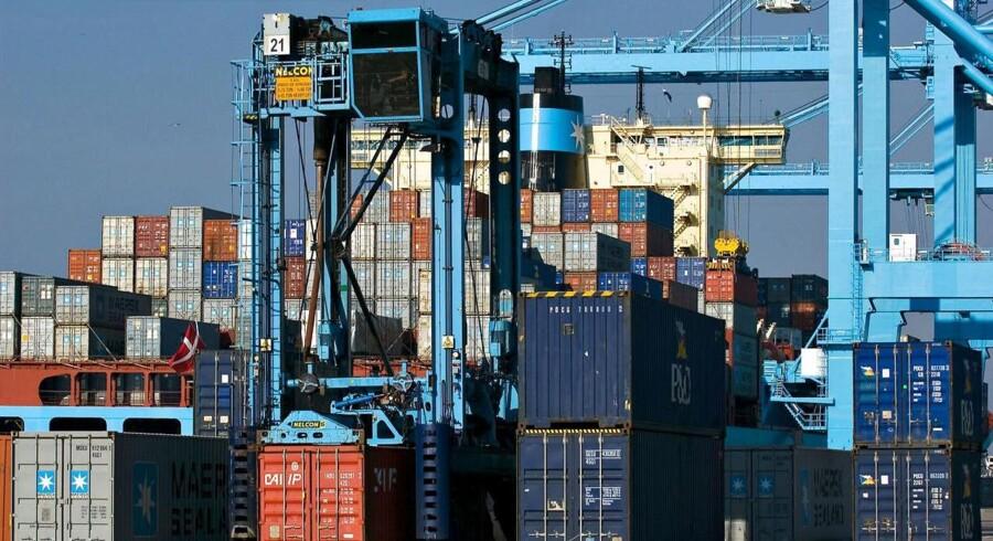 Arkivfoto. Der var mere travlt på havnekajerne verden over for DP World i andet kvartal.