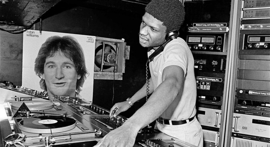 Larry Levan var en af tidens mest toneangivende DJs i start-80ernes New York City. Han huserede bag pladespillerne i ti år på natklubben Paradise Garage og er én af de centrale skikkelser i Tim Lawrences »Life and Death on the New York Dance Floor, 1980-1983«. Foto: Bill Bernstein