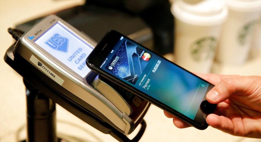 Apple Pay er kommet til Danmark - men flere dagligvarekæder foretrækker stadig, at kunderne svinger dankortet, når de er ude og handle