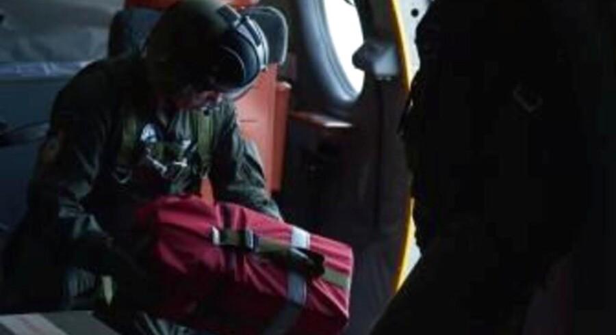 New Zealands luftvåben smed d. 27. januar 2018 nødhjælp ned til overlevende fra den forsvundne færge.