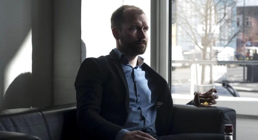Michael Holm, fotograferet i Diageos lokaler ude i Nordhavn. Selv er han mest til whisky, og skal han vælge en cocktail, er Old Faschion blandt favoritterne.