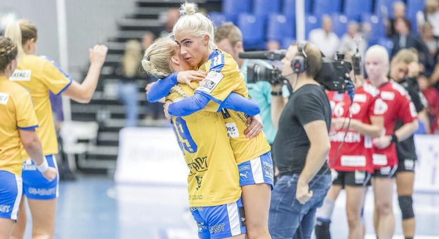 Håndbold, HTH Go Ligaen, Team Esbjerg - Nykøbing FH, Celine Lundbye Kristiansen og Kristina Kristiansen. (Foto: Niels Husted/Scanpix 2017)