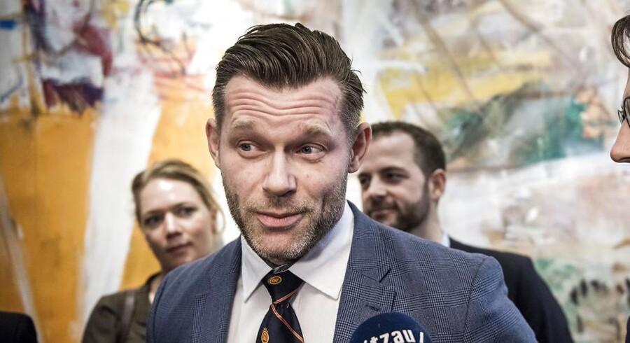 """Danske forbrugere går glip af billige priser på kørsel. Miljøet går glip af samkørsel. Og politikerne forhindrer danskerne i at supplere deres indkomst. Liberal Alliances Joachim B. Olsen er kort sagt """"enormt ærgerlig"""" over ny taxilov, der vil ramme kørselstjenester som Uber."""