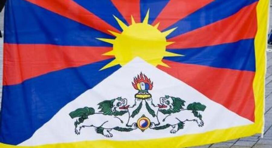 Hvis den kinesisk præsident så blot et enkelt tibetansk flag ved et besøg i Danmark, kunne man risikere, at delegationen blev krænket. Det har en PET-medarbejder ifølge en politikommissær i Københavns Politi sagt. Men PET-manden afviser (arkivfoto). Www.colourbox.com