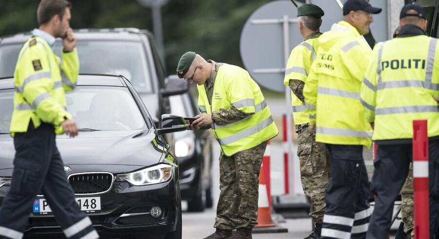 Regeringen vil med indsættelsen af soldater til grænsekontrol og bevogtningsopgaver frigøre 128 årsværk hos politiet, oplyser regeringen.