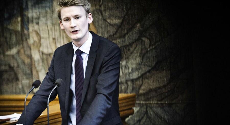Peter Kofod Poulsen (DF) vil overlade flere af politiets opgaver til militæret for at bekæmpe bandekonflikten.