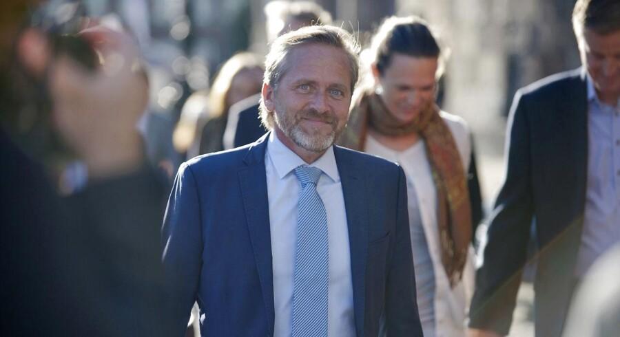 Anders Samuelsen ankommer til gudstjeneste i Christiansborg Slotskirke tirsdag 4. oktober 2016 i anledning af Folketingets åbning.