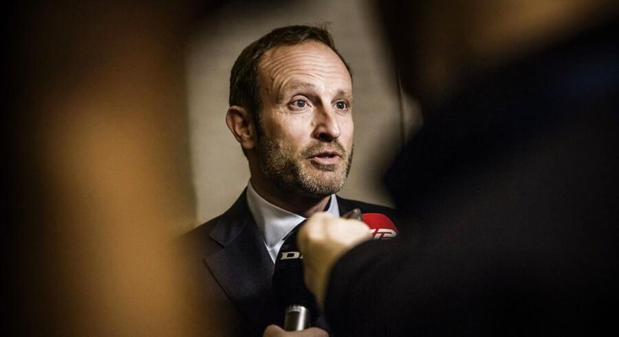 Udenrigsminister Martin Lidegaard (R), tilbageviser Søren Pinds påstande.
