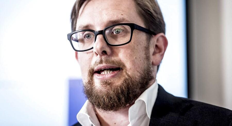-Økonomi- og indenrigsminister Simon Emil Ammitzbøll (LA) kalder det kommunernes overskridelse af skatterammen for »utilfredsstillende«.