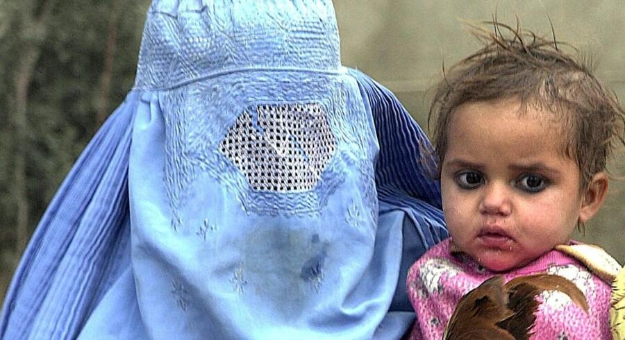 Uddannelse af børn er den vigtigste udvikling i alle menneskelige samfund. Det er det vigtigste redskab til at bekæmpe krig, fattigdom og arbejdsløshed, siger Unicef. Men op mod halvdelen af alle Afghanistans børn går ikke i skole. Tariq Mahmood/Ritzau Scanpix
