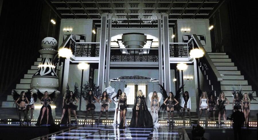De nye modetendenser med bh'er uden polstring er et problem for undertøjsgiganten Victoria's Secret, som nu har lanceret en ny kollektion, der tager højde for tendensen og forhåbentlig kan få løftet salgstallene.