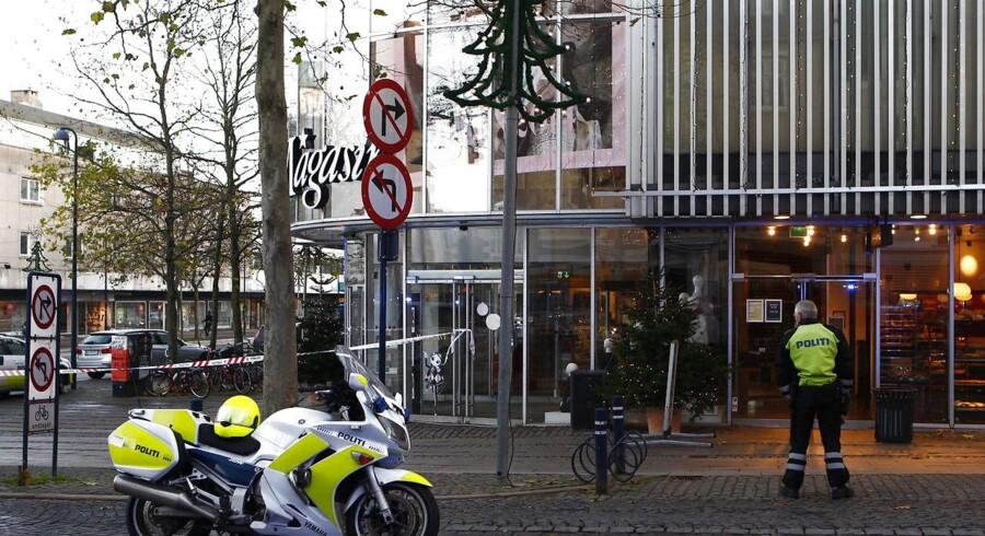 Politiet har svært ved at opklare skudsag fra Lyngby sidste år, hvor to personer blev skudt ned ved Magasin. (Foto: Nils Meilvang/Scanpix 2014)