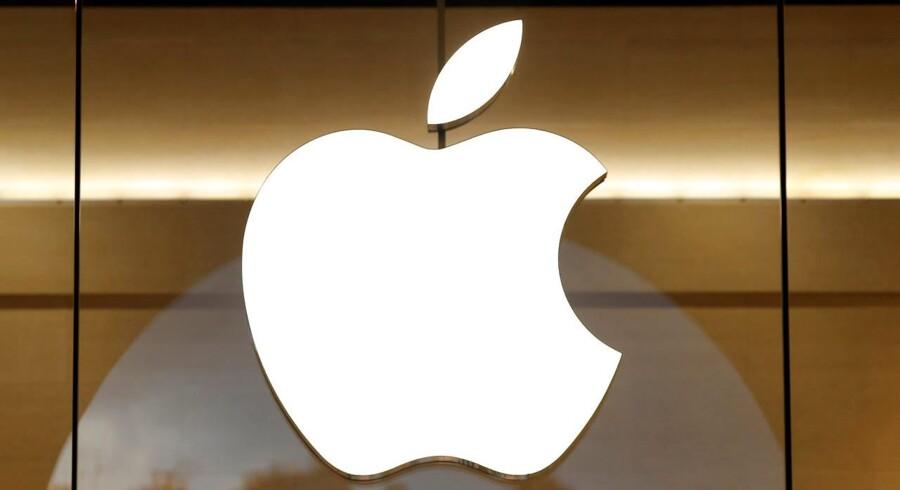 Arkivfoto. Teknologigiganten Apples aktie lukkede mandag i en rekord på 133,29 dollar, eller 934,1 kr., og investorer føjer dermed lidt ekstra til verdens i forvejen mest værdifulde selskab.