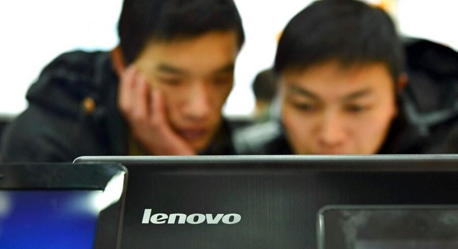 Lenovo, som er verdens største PC-producent, har efter voldsom kritik lukket for, at et udskældt reklameprogram, som beskyldes for at gøre PCerne mere sårbare over for hackere, kan fungere. Arkivfoto: AFP/Scanpix