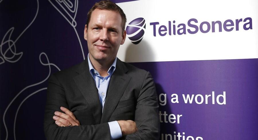 Telias topchef, Johan Dennelind, skal regne med at have det meget store checkhæfte frem, hvis han skal gøre sig håb om at købe sin danske konkurrent, TDC, og dermed løse et næsten evigtgyldigt problem med, at Telia ikke tjener penge i Danmark, siger analytiker. Arkivfoto: Albert Gea, Reuters/Scanpix