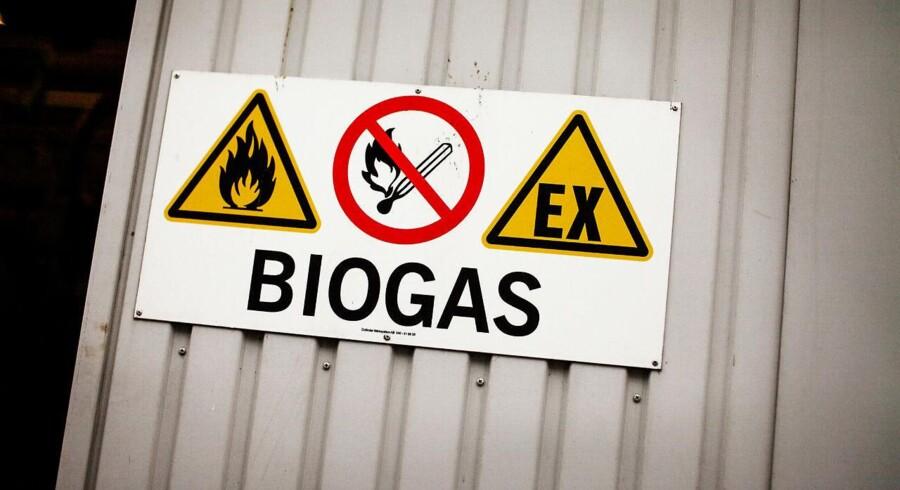 Regeringen kritiseres for at holde fast i støtte til biogas, selv om det er mindre effektivt end vindmøller.