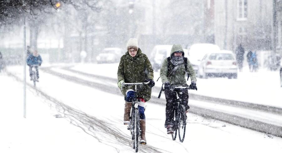 Tirsdag og onsdag bliver der snevejr flere steder i landet. DMI forventer, at der kommer mellem fem og ti centimeter sne.