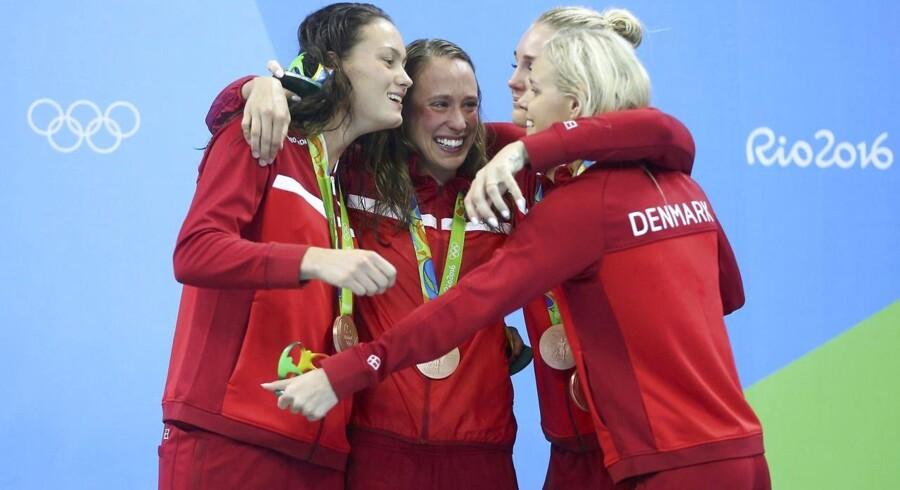 Mie Ø. Nielsen, Rikke Moller Pedersen, Jeanette Ottesen og Pernille Blume vinder bronze i holdkappen.