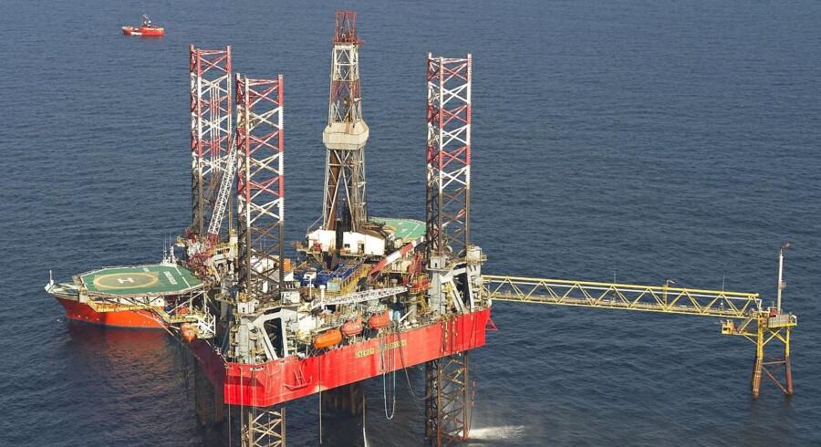 Olieprisen tager et markant hop mandag morgen ovenpå fornyet frygt for, at USA er parat med sanktioner over for Iran. Samtidig lurer urolighederne i Irak også i kulissen. (Foto: CLAUS FISKER/Scanpix 2015)