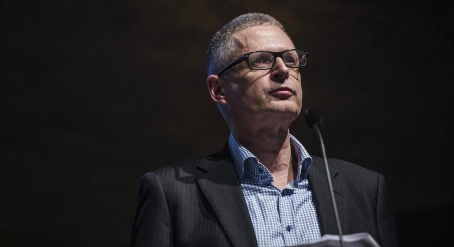 I en ny bog forklarer Flemming Rose, at han blev truet med fyring på Jyllands-Posten