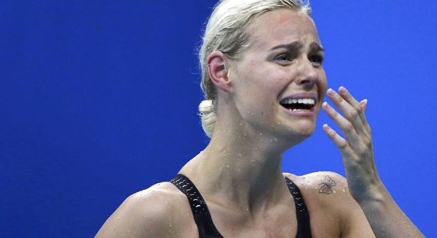 Pernille Blume kan ikke forstå det. Den danske svømmer græder af glæde over karrierens største præstation. Hun er nu olympisk mester i svømmedisciplinen 50 meter fri.Klik videre og se de fantastiske billeder fra Pernille Blumes triumf.