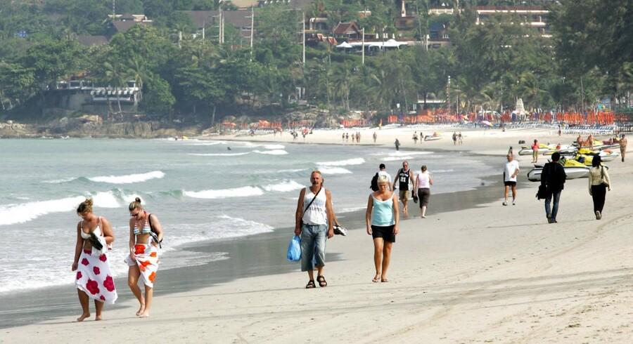 Arkivfoto. På en enkelt strand i Phuket blev der i september fundet 138.000 cigaretskodder. Rygning forbydes 1. november.