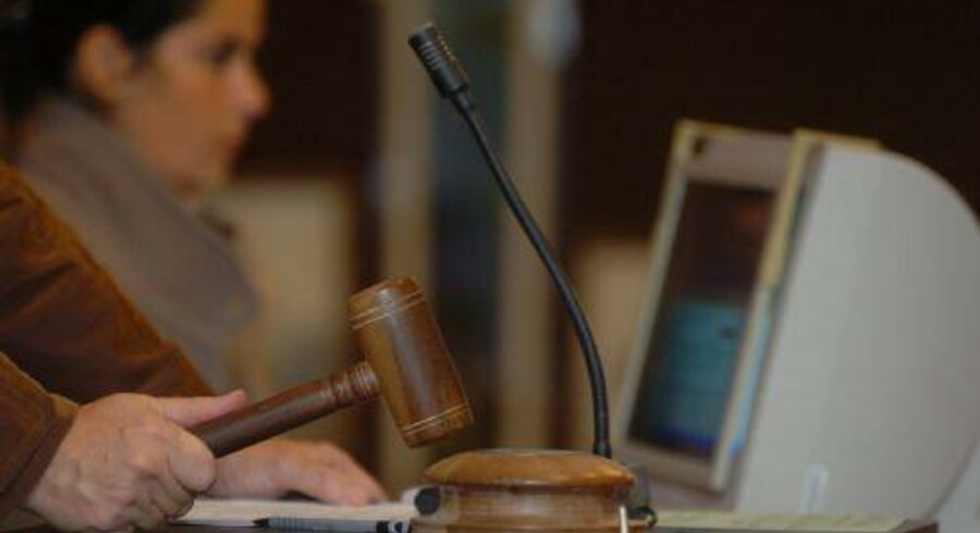 Fra 1. marts kan borgere blive indkaldt som vidne eller til at møde i retten via e-Boks. (arkivfoto) Free/Colourbox