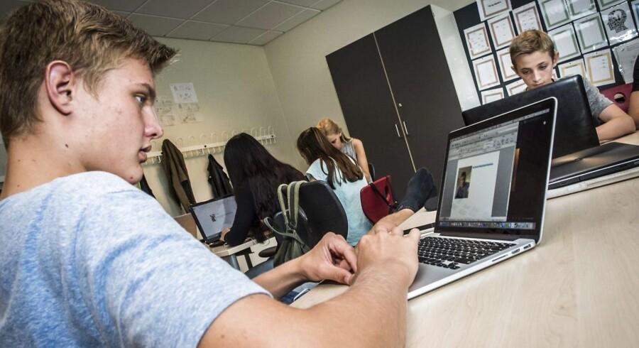 Skoledagen bliver længere for alle elever, og opgørelser viser, at danske børn nu ligger i topppen hvad angår antallet af undervisningstimer.