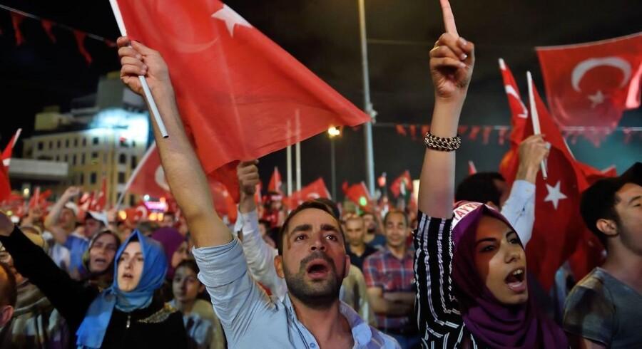 De tyrkiske aktier i BIST 100-indekset dykker torsdag formiddag for fjerde dag i træk, og med en tilbagegang på omkring 4 pct. sender det værdipapirerne ned til det laveste niveau i fem måneder.