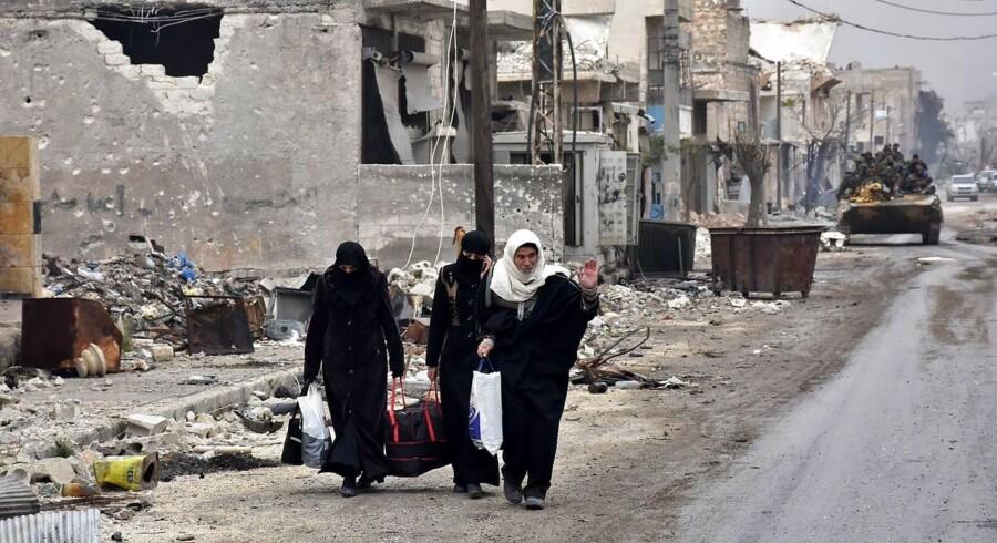 ARKIVFOTO: Flere end 50.000 civile menes allerede at have flygtet fra Østaleppo til den vestlige og regimekontrollerede del af byen.