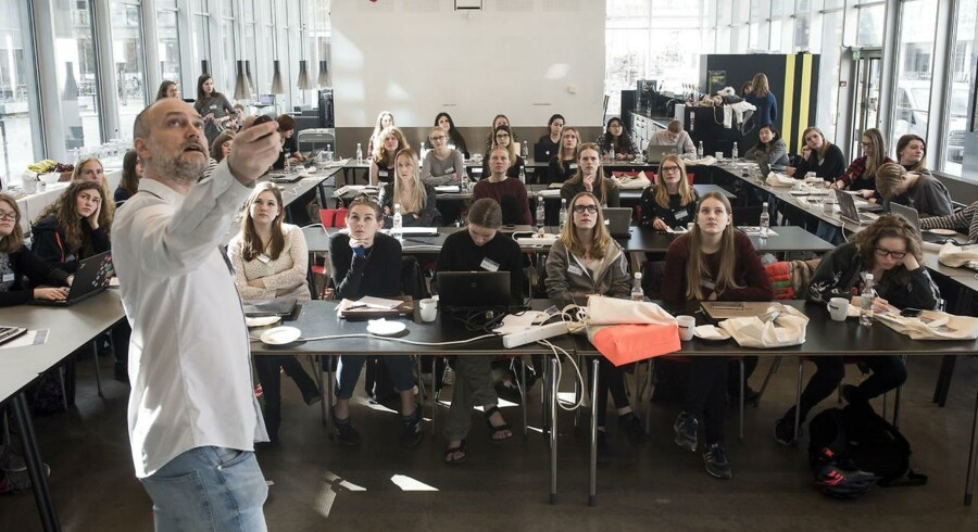 Arkiv: Stigende karakterer viser, at de studerende er dygtige og arbejdsomme, og at uddannelsessystemet virker.