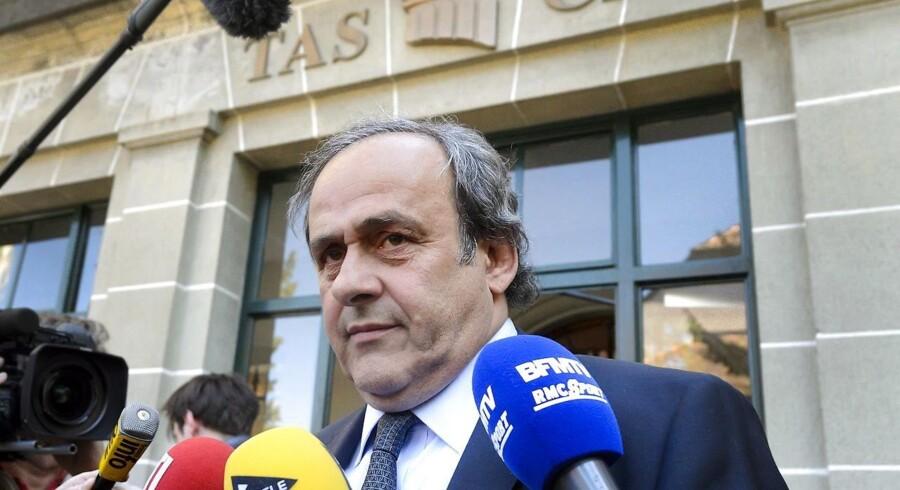 Præsidenten for Uefa træder tilbage.
