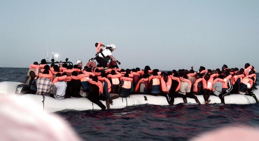Hundredvis af migranter blev reddet op på skibet »Aquarius« af NGOen SOS Mediterranée. Og så begyndte rivegildet om, hvor skibet skulle lægge til.