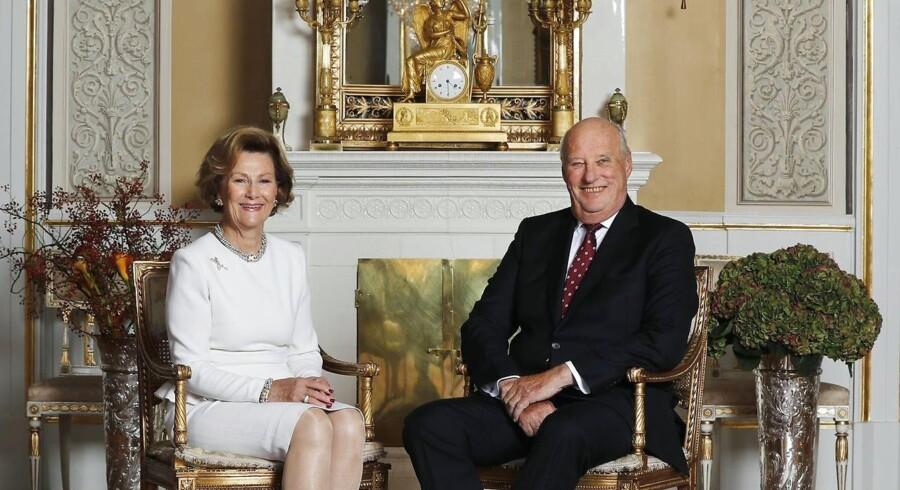 Kong Harald af Norge er godt på vej til at installere solceller på taget af kongeslottet i Oslo.