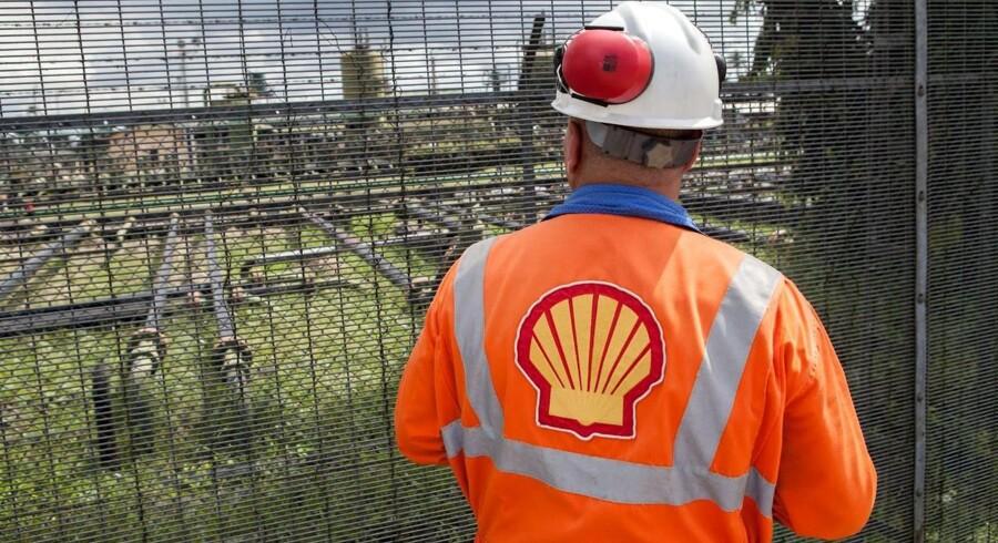 Ben van Beurden, der er administrerende direktør hos Royal Dutch Shell, fortalte ved en konference i London, at han så de første, blandede signaler om højere oliepriser, efter at olieprisen er blevet mere end halveret til et niveau omkring 50 dollar per tønde.